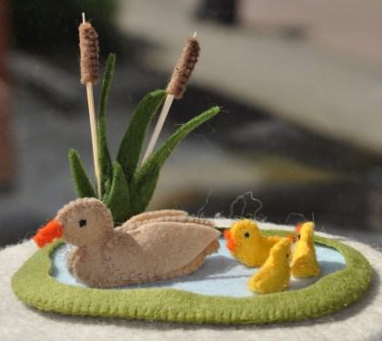 combinatie artikel Vijver met Lisdodde, eend met kuikens