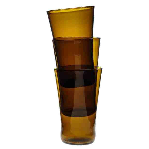 Frilagd bild på 3 stapelbara glas i brunt glas, staplade i varandra