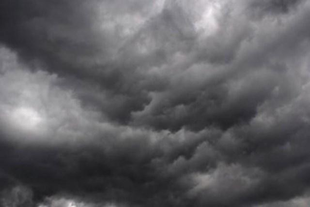 أخدود لمنخفض جوي لأجواء السلطنة ...والأمطار حاضرة