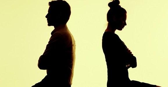 كيف يتكيّف الزوج والزوجة مع الصعوبات؟