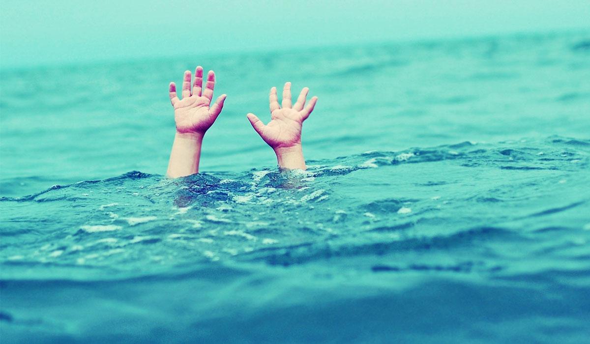 وفاة طفلين غرقًا في شاطئ السوادي
