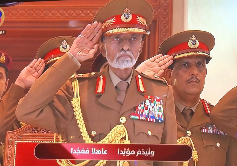 بالصور: جلالة السلطان يرعى العرض العسكري