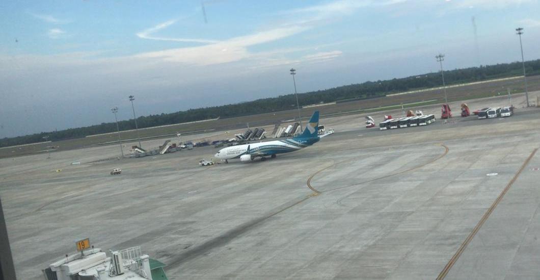 إلغاء إحدى رحلات الطيران العماني وأحد الركاب يوضح