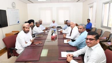 Photo of اجتماع في الصحة حول الكمامات ومطهر اليدين