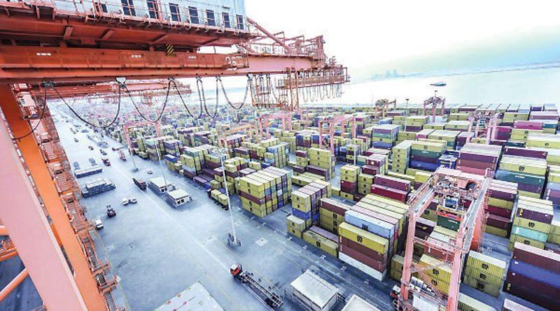 العمل متواصل في ميناء صلالة لتغطية الاحتياجات المحلية