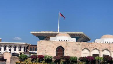 Photo of ممنوع التملّك لغير العُمانيين: 1000م من القصور السلطانية، و500م من الوحدات الأمنية والعسكرية