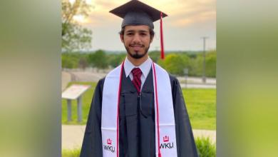 صورة شاب عماني مبتعث يحصل على جائزة من جامعة أمريكية