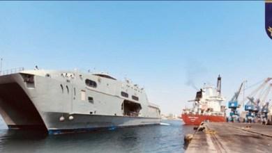 صورة البحرية السلطانية تنقل مواد إغاثية إلى السودان