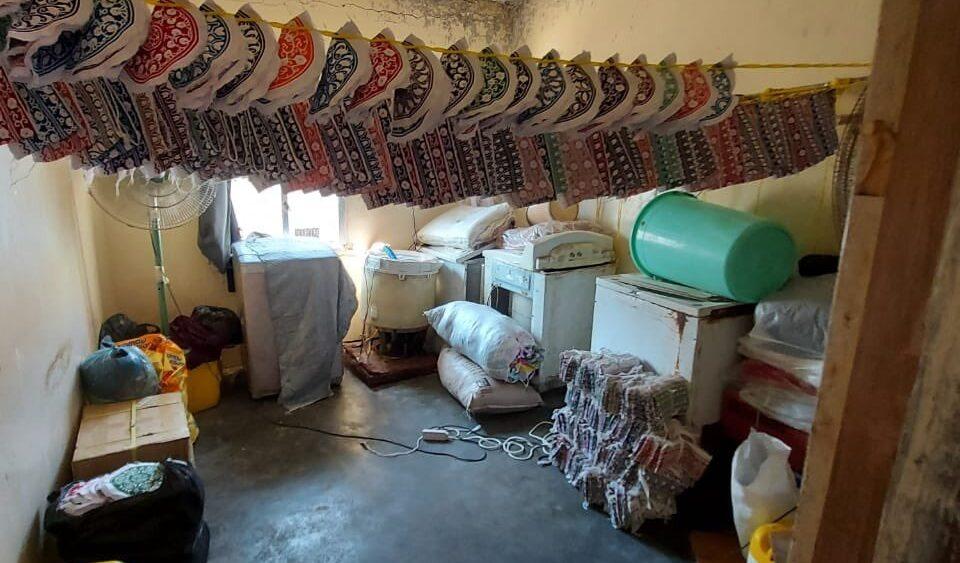 بالصور: إغلاق منزل وافدين في مطرح