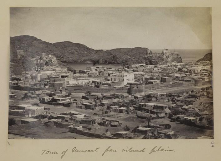 صورة قديمة لمسقط تعود لبداية القرن العشرين. مكتبة قطر الرقمية