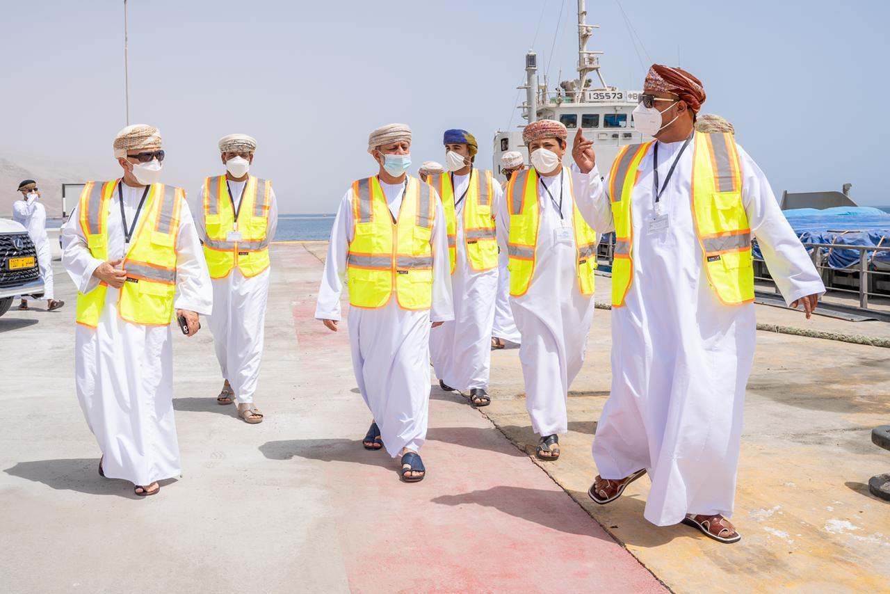 3 وزراء مسؤولون يزورون رصيفًا بحريًا في صور
