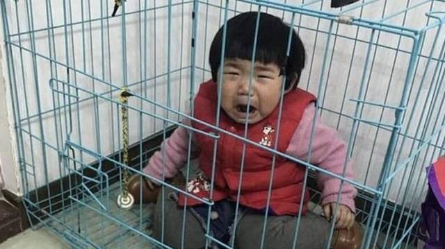 μωρό στο κλουβί