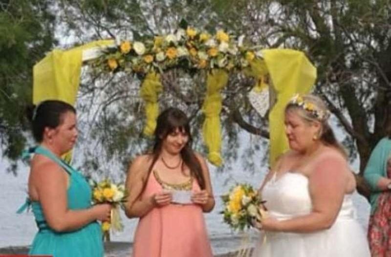 Από την Βρετανία έφτασαν για να παντρευτούν δυο νύφες!