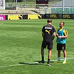 Redebedarf: BVB-Trainer Tuchel mit Götze. (Foto: athletic-brandao.de)