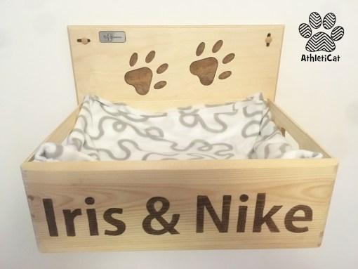 Cuccia per gatti in legno, da muro, con nome