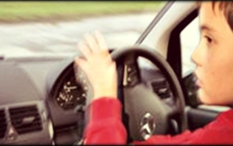10χρονος πιάστηκε να οδηγεί ΙΧ!!!