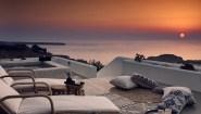 Santo Maris Oia Luxury Suites & Spa: Ανοίγει τις πόρτες του και σας καλωσορίζει με καινούργιο αέρα
