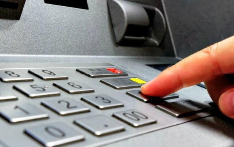 Με μικροκάμερες κλέβουν τα pin από κάρτες στα ATM!!!