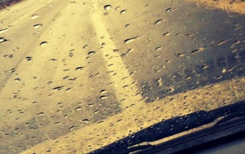 Χρήσιμα tips για οδήγηση στη βροχή