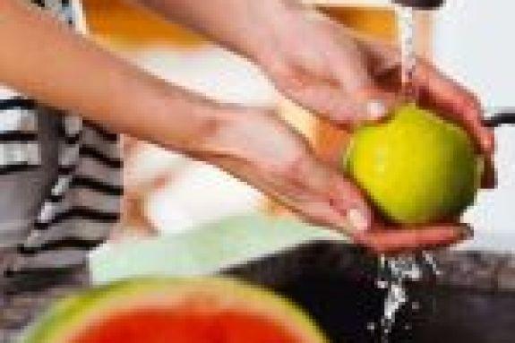 Φρούτα και λαχανικά δίχως εντομοκτόνα και μικρόβια