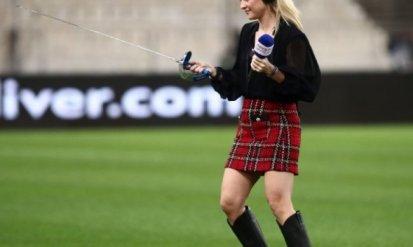 Ξεσήκωσε το γήπεδο: Η Λίλα Κουντουριώτη με σπαθί και «καυτή» φούστα στο ΟΑΚΑ (pics)