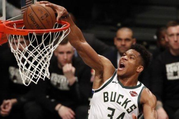 NBA Top 10: Διπλός ο Γιάννης, στην κορυφή ο Μπάρετ (vid)