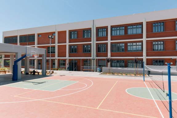 Τρομερό ξύλο σε σχολείο: Καθηγήτρια γρονθοκόπησε μαθήτρια (pics)