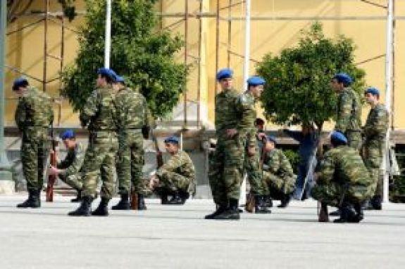 Αύξηση στρατιωτικής θητείας προτείνει ο Χαρακόπουλος – «Είναι εποχή για κανόνια και όχι βούτυρο»