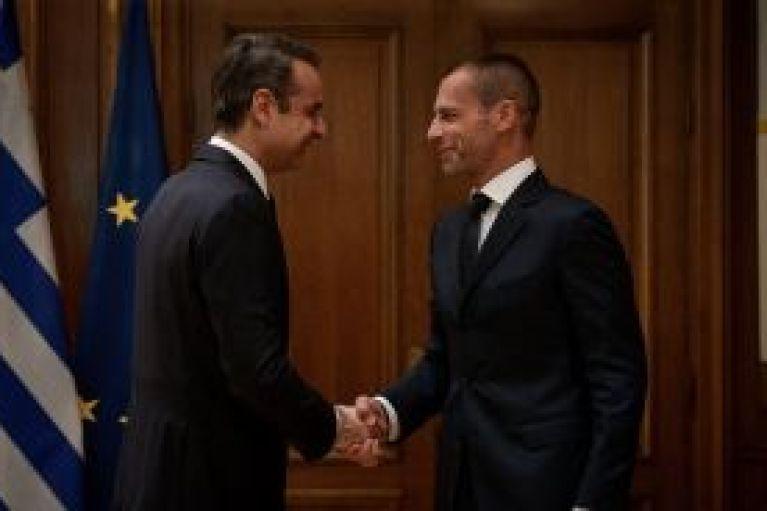 Συνάντηση «αστραπή» και υπογραφή μνημονίου κυβέρνησης με UEFA και FIFA (pics)