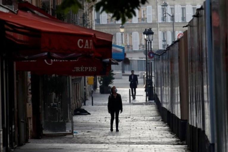 Στην κόψη του ξυραφιού η Ευρώπη – Κινείται μεταξύ κορωνοϊού και εφιαλτικού αύριο