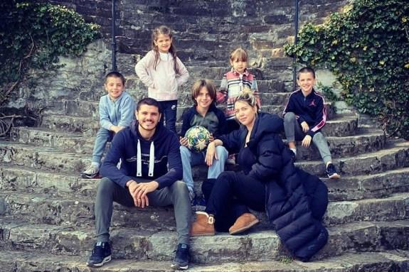 Η… δύσκολη καραντίνα της οικογένειας Ικάρντι (pics)