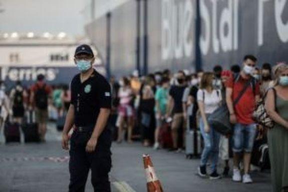 Αναχωρούν οι αδειούχοι του Δεκαπενταύγουστου : Οπλισμένοι με υπομονή και φορώντας μάσκα