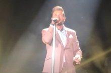 Ο Βέρτης θα τραγουδάει απόγευμα λόγω των περιοριστικών μέτρων