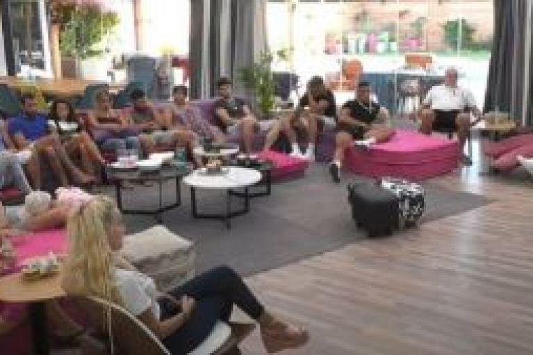 Ολόγυμνη παίκτρια του Big Brother: «Επεσε» το Live Streaming