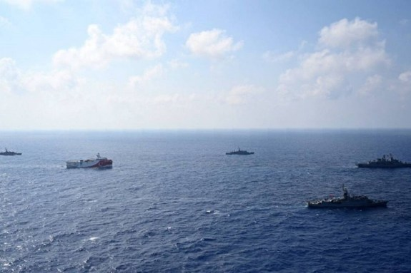 Oruc Reis: Οργή στην Αθήνα από τις προκλήσεις της Τουρκίας – Σε απόσταση βολής ο Στόλος