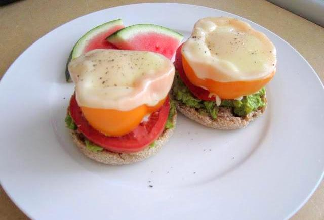 Egg, Pepper, Tomato and Avocado Sandwich