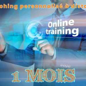 Homme avec smartphone à la main. Son téléphone projette online coaching 1 mois