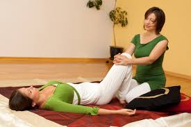 Acupression des cuisses en massage thaï