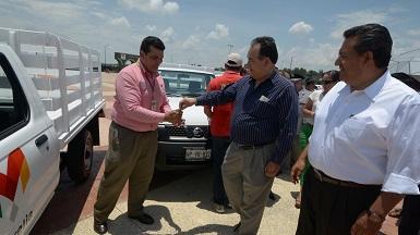 Con recursos recaudados se compraron 12 camionetas estacas, 15 pick up, 5 sedanes y una camioneta con grúa