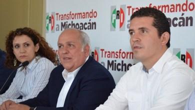 El representante del Comité Ejecutivo Nacional, Fernando Moreno Peña y el presidente del dirigente estatal del tricolor, Marco Polo Aguirre Chávez, dieron a conocer formalmente la convocatoria
