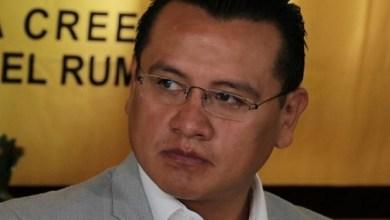 De acuerdo con Torres Piña, Miguel Ángel Chávez incurre en una ilegalidad al promover a Luisa María Calderón mediante un comunicado de prensa
