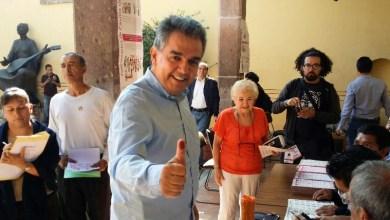 Emite su voto el candidato a la alcaldía de Morelia por el PAN, Nacho Alvarado