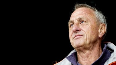 Nacido en Amsterdam el 25 de abril de 1947, Cruyff revolucionó el fútbol moderno primero como futbolista, especialmente en la selección holandesa y en los dos clubes que marcaron su vida, el Ajax y el FC Barcelona