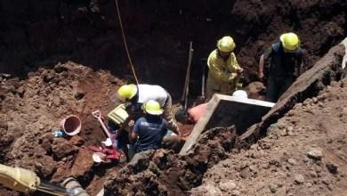 Integrantes de PC Estatal y del municipio realizaron trabajos correspondientes para liberar al cuarto trabajador, pero por desgracia, y tras horas de búsqueda, se confirma en la zona del derrumbe el deceso de José Antonio G.