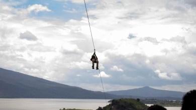 El recorrido sobre la tirolesa Janitzio-Tecuena dura aproximadamente 90 segundos, tiempo durante el cual se recorren mil 200 metros y se aprecia el inigualable paisaje natural del Lago de Pátzcuaro y sus respectivas islas