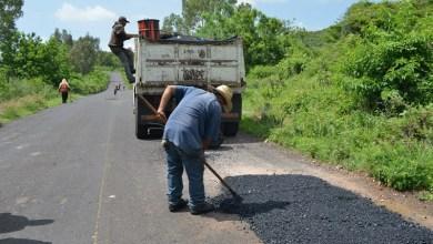 Las brigadas de bacheo realizan jornadas de reparación en Torreón Nuevo, Chiquimitío y carretera a Cointzio