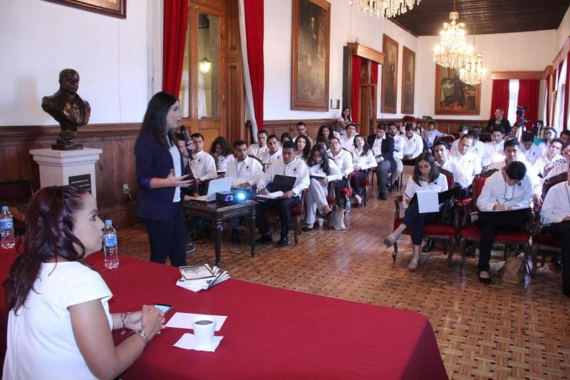 Gladis Pérez Martínez impartió conferencia a integrantes del Cuarto Parlamento Juvenil