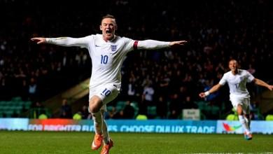 El nuevo seleccionador inglés Sam Allardyce confirmó el lunes que Rooney continuará como capitán, puesto que asumió en agosto de 2014