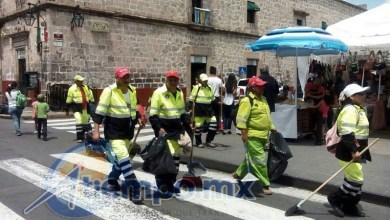 El alcalde Alfonso Martínez reconoce labor de empleados de limpia (FOTO: MARIO REBOLLAR)