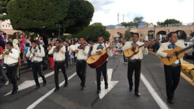 21 agrupaciones conformadas por 200 mariachis recorrieron la Avenida principal del Primer Cuadro de la Ciudad hasta llegar a la Plaza del Carmen